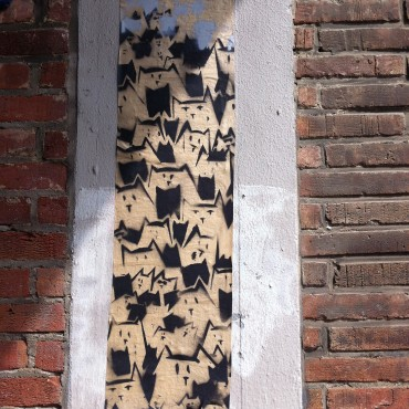 Cats on wallpaper.