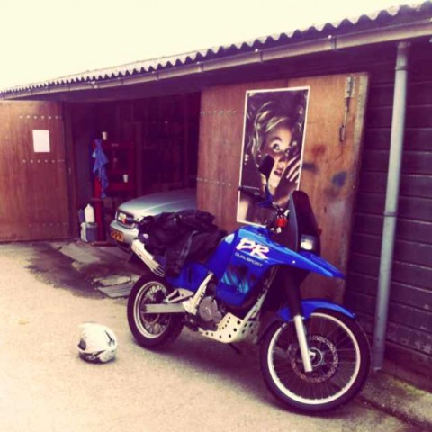 The DR in front of the DIY-garage, before I took it all apart :)