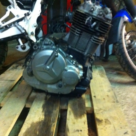 The 800cc one-cylinder finally free.