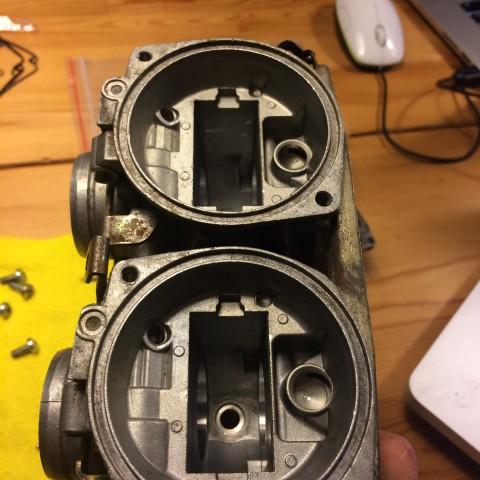 So I took apart the carburetor after intensive online study :)